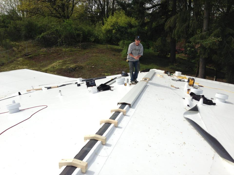 Ridge Vent System On Ib Pvc Roof Pinnacle Roofing